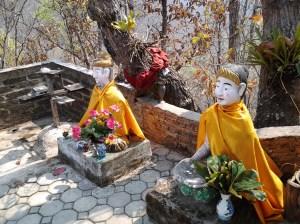 Mae Yen Temple statues.
