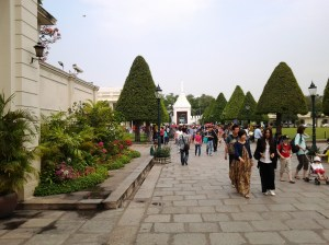 Path that leads to the Palace exit.