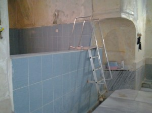 Cold water pool that you enter by ladder.