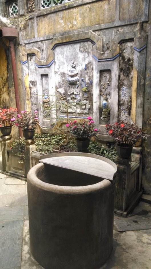 Courtyard of Tan Ky house.