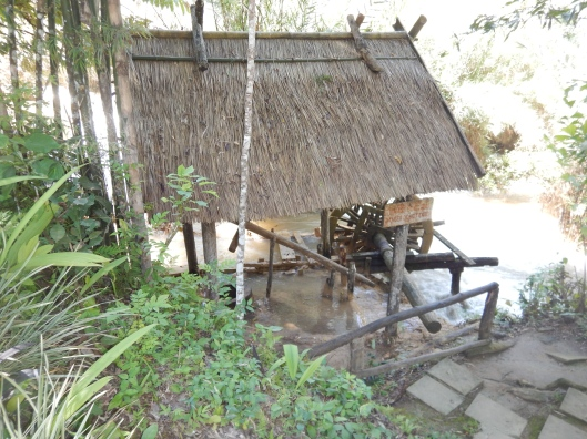 Amazing how these structures are built with only natural materials  (grass and bamboo) available nearby.