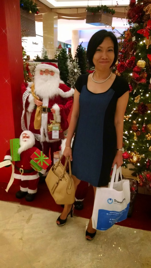 Tia. Yes, they start Christmas shopping early in Indonesia too. This was taken in early November, so that gives you a fairly good idea about the commericalization of Christmas in other parts of the world.
